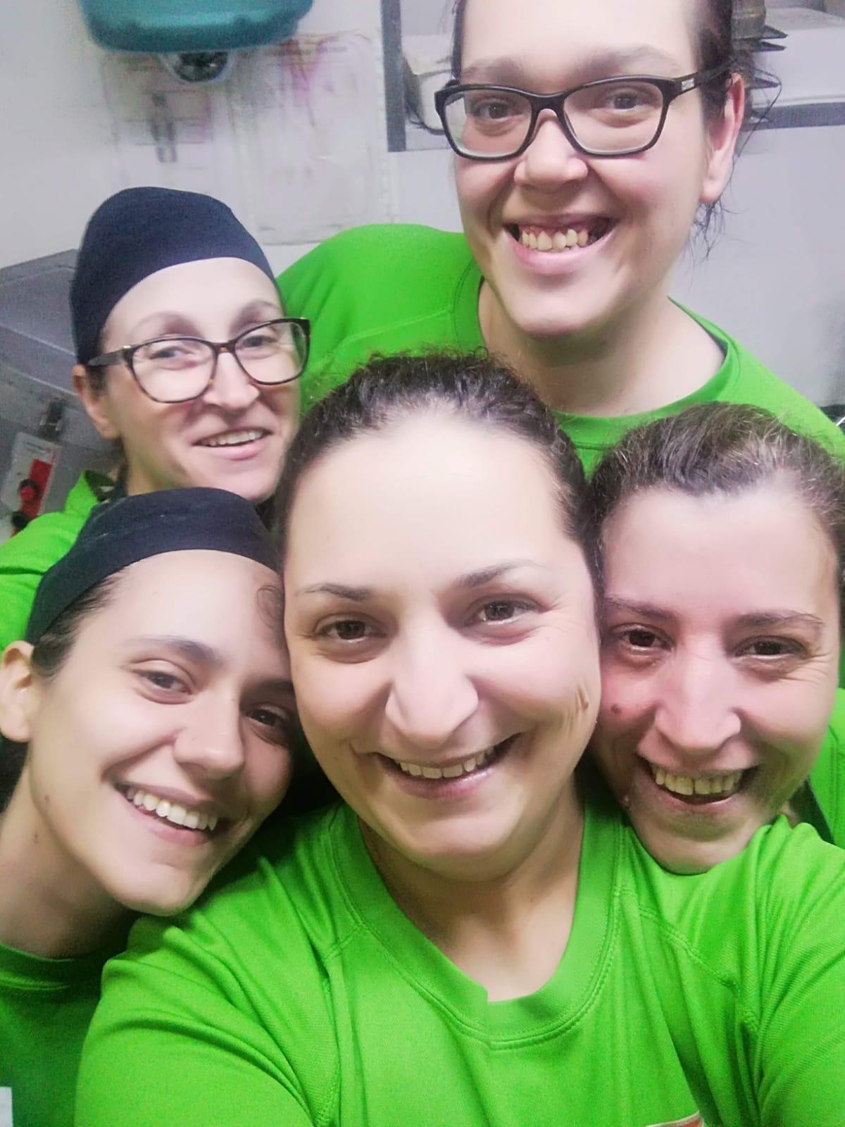 Hermi, anabela, Elisa, Josefina e Miriam (chefe de Cozinha)